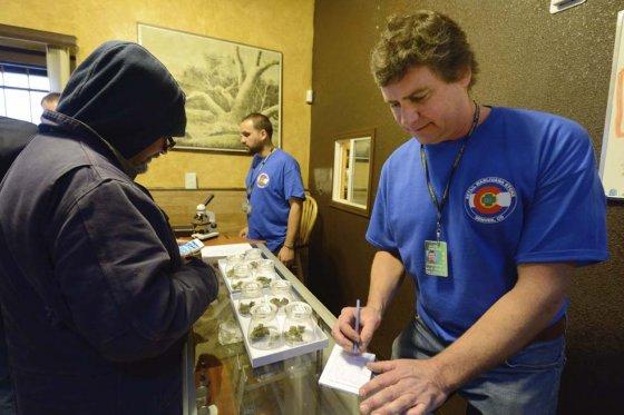 El 1º de enero entró en vigor la ley que les permite a los residentes de Colorado comprar marihuana para uso medicinal y recreativo.