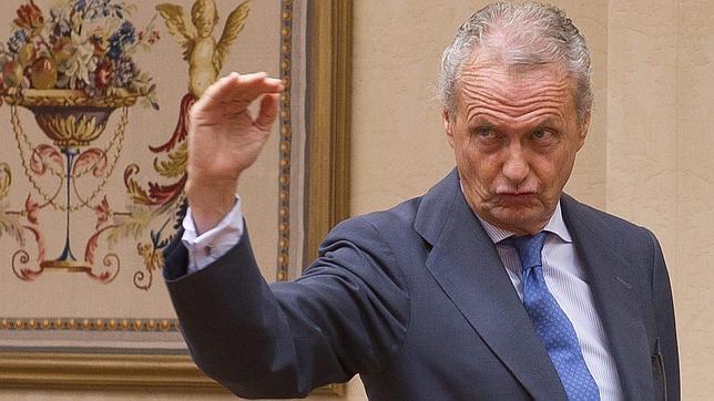 A Morenés no le huele el sobaco de tanto levantar el brazo (como antaño)