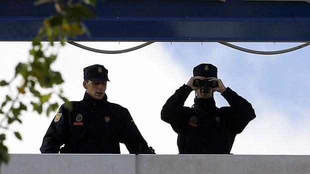 El Supremo ha dictaminado que es ilegal observar el interior de una vivienda con prismáticos sin autorización judicial