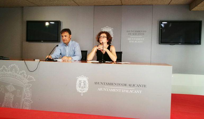 Natxo Bellido y Marisol Moreno en la rueda de prensa por la Junta de Gobierno / Ayuntamiento de Alicante
