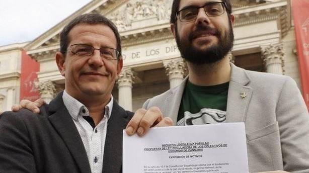 El presidente y el secretario general del grupo navarro Representación Cannábica, Fermín les (i) y Ramón Morcillo.