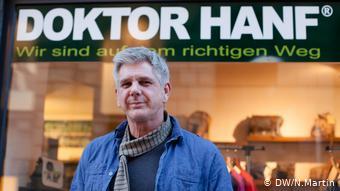 Lars Scheimann besitzt einen Hanf-Laden in der Duisburger Innenstadt (DW/N.Martin)