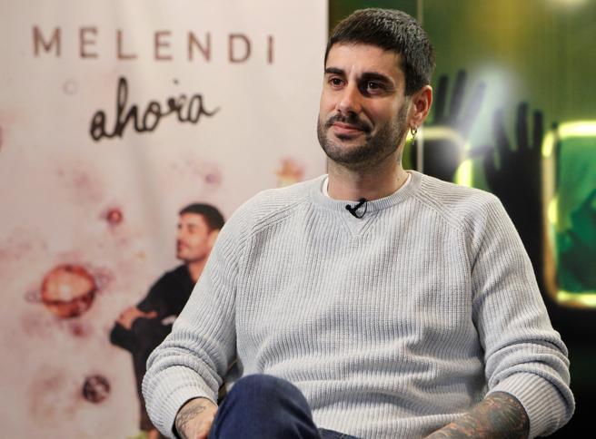 El cantante Melendi durante la entrevista.