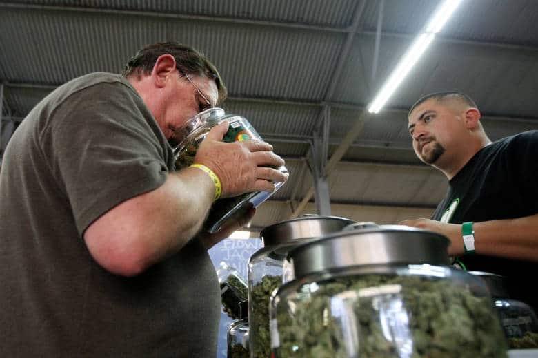 Estadísticas Canadá estimó recientemente que los canadienses consumieron casi $ 6 mil millones en cannabis el año pasado, una cifra que probablemente aumentará una vez que sea legal para uso recreativo. (Reuters)