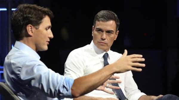 """El presidente del Gobierno español, Pedro Sánchez, y el primer ministro canadiense, Justin Trudeau, durante su participación en el """"Global Progressive Forum"""", en el hotel Ritz Carlton de Montreal, en Canadá."""