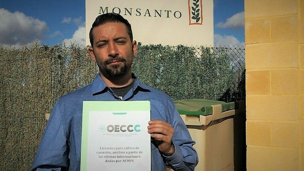 Álvaro Zamora, portavoz del Observatorio del Cannabis, ante la plantación de Monsanto en Cartagena.