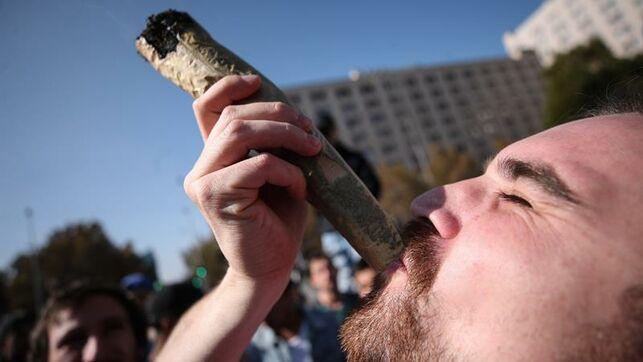 Miles de chilenos marchan para pedir cambios en el acceso al cannabis medicinal