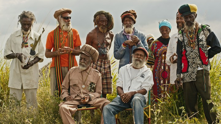"""La cultura rastafari no podía estar ausente en """"La hierba es más verde""""."""