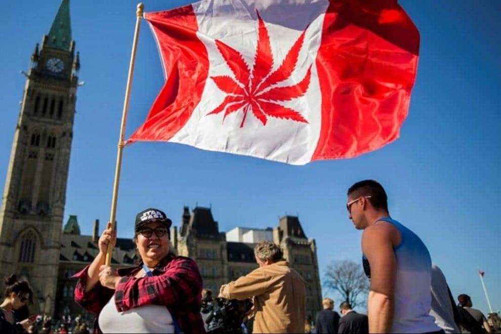 Manifestantes a favor de la legalización del consumo de marihuana en Canadá en 2016. / AFP