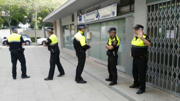Fotos: Concentración y comunicado de Ángel Benito representando al Club Kali, intervenido por la policía.