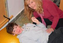 Enzo junto a su mamá, Vivi.