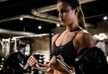 mujer haciendo fitness