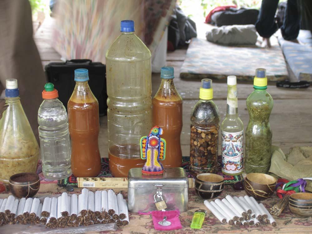 Botellas con ayahuasca