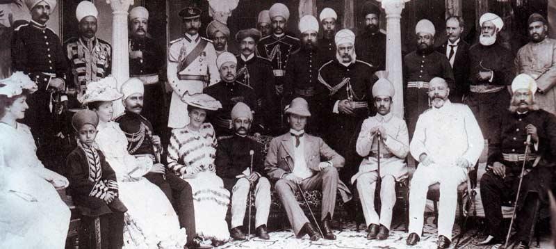 Autoridades indias y británicas